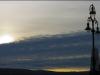 Sonnenuntergang und eine einsame Laterne